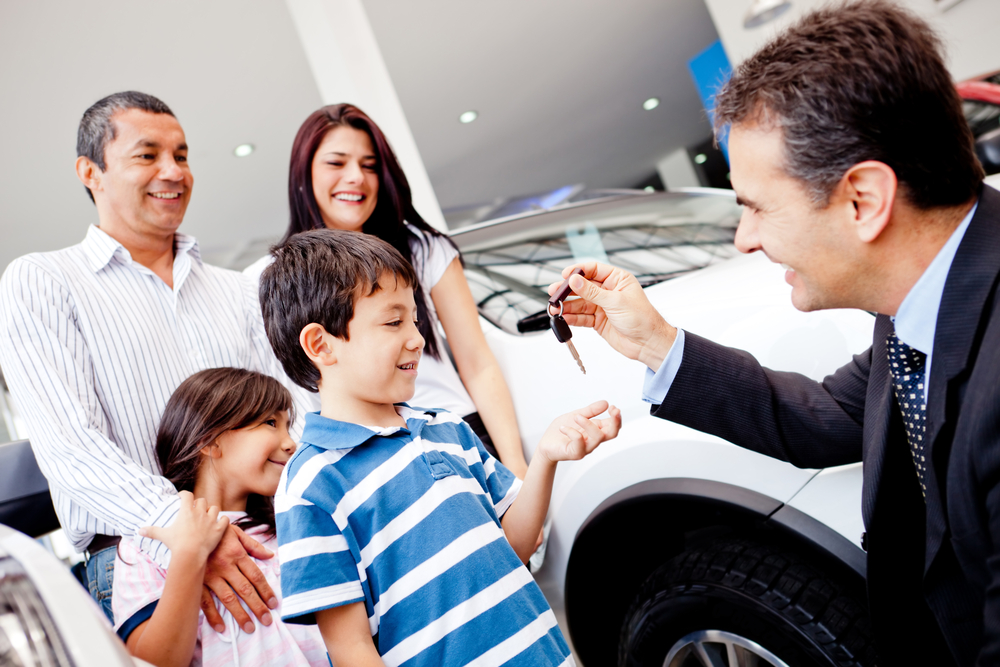 family buying and insuring a new vehicle in texas